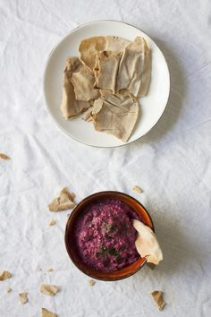 Rote-Bete-Hummus mit Walnüssen Party Dips, Special Recipes, Palak Paneer, Vegan Recipes, Vegan Food, Healthy Food, Camembert Cheese, Breakfast, Ethnic Recipes