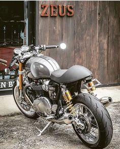 いいね!2,421件、コメント10件 ― Motorcycle Dreamsさん(@motorcycledreams)のInstagramアカウント: 「Triumph Truxton 1200 Built By: @zeuscustom #Motorcycledreams #Triumph #triumphbonneville…」