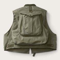 Discover the Filson Fly Fishing Guide Vest. A lightweight, multi-pocket bomber vest for fly fishermen, with removable sheepskin shearling fly patch and adjustable side tabs. Fishing Vest, Fly Fishing Tips, Going Fishing, Fishing Reels, Fishing Lures, Fishing Bobbers, Bass Lures, Alaska Fishing, Fishing Basics