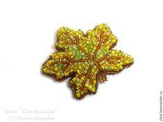 Брошь - осенний лист клёна. Кленовый лист из бисера. Оригинальный подарок женщине.