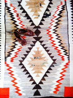 rachel find me a navajo/tribal rug so i dont have to go to new mexico :/ Textiles, Textile Patterns, Print Patterns, Navajo Rugs, Tribal Rug, Geometric Rug, Floor Rugs, Kilim Rugs, Decoration