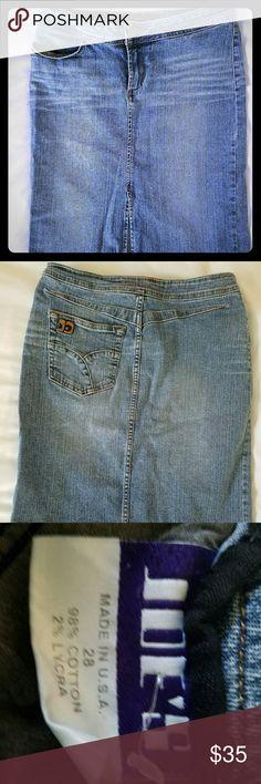 Joe's Denim Skirt Gently worn knee length Joe's denim skirt. Size 28. Joe's Jeans Skirts Pencil