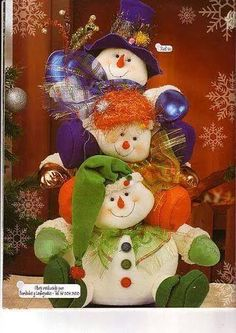 torre de nieve Christmas Sewing, Christmas Fabric, Felt Christmas, Christmas Snowman, Christmas Time, Christmas Wreaths, Christmas Ornaments, Snowman Crafts, Felt Crafts