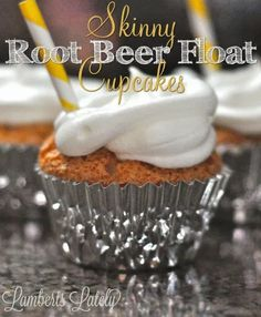 Skinny Root Beer Float Cupcakes - great cupcake recipe with under 100 calories in each one! Fun Cupcakes, Cupcake Cakes, Beer Cupcakes, Baby Cakes, Cup Cakes, Healthy Baking, Healthy Desserts, Eating Healthy, Healthy Food