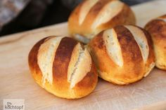 Schon gibt es das nächste WBD-Warmbacken Brot- bzw. diesmal Brötchen-Rezept. Wie ihr seht komme ich langsam in Fahrt! In einer Woche ist ja auch schon World Bread Day.Silserli, so heissen Laugenbrötchen in der Schweiz. Ich bin mir nicht ganz sicher ob...