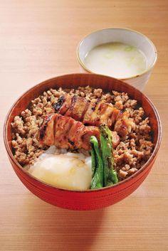 焼き鳥丼。Barbecued chicken bowl.