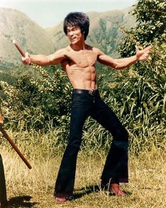 Bruce Lee Lives is a website dedicated to the late great Bruce Lee. A true legend and pioneer in the world of martial arts and the founder of JKD Eminem, Bruce Lee Photos, Martial Arts Movies, Martial Artists, Arte Bruce Lee, Bruce Lee Body, Kung Fu, Bob Marley, Brice Lee