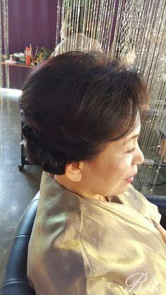 사당근처에 사시는 혼주 딸들이랑 혼주메이크업 Up Styles, Hair Beauty, Hoop Earrings, Fashion, Moda, Fashion Styles, Fashion Illustrations, Earrings