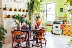 Modelo norte-americana tem 150 tipos de plantas em um apartamento de 111m2