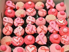 Leah's Sweet Treats: Pinked Out Cupcakes
