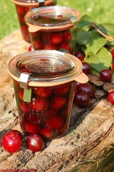 Wiśnie w rumie Christmas Food Gifts, Preserves, Rum, Good Food, Food And Drink, Sweets, Liqueurs, Interesting Recipes, Homemade
