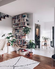 Book shelves in a Swedish home. Click picture fur full tour!