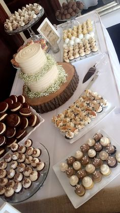 Everyone loves dessert bars! Wedding Sweets, Wedding Cakes, Dessert Bar Wedding, Christening Cupcakes, Baptism Party, Boy Baptism, Reception Food, Dessert Bars, Dessert Tables