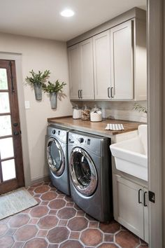 Laundry Room Design Ideas - the Dream Your Inspiration. Small laundry room design ideas will help you to enjoy the area around your washer and dryer. Laundry Room Colors, Laundry Room Organization, Laundry Room Design, Storage Organization, Organizing Ideas, Laundry Decor, Laundry Room Remodel, Basement Laundry, Laundry Room With Storage