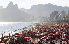 Praia no final de semana no Rio de Janeiro - Brasil