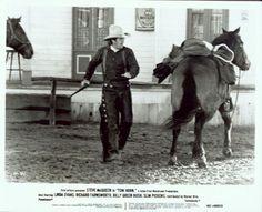 Steve McQueen as Tom Horn Goes for his gun whilst under fire Western Film, Western Movies, Steve Mcqueen, Tom Horn, Cowboys, Movie Stars, Westerns, Hero, Mc Queen