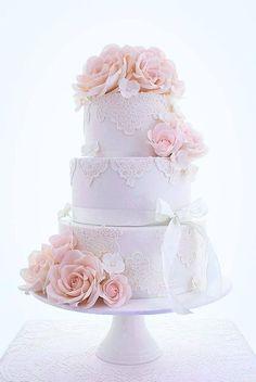 elegant lace wedding / http://www.himisspuff.com/beautiful-wedding-cakes-for-your-wedding/20/
