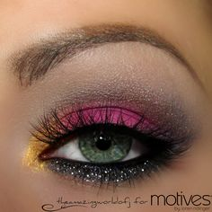 Get the Look with Motives #theamazingworldofj  Tutorial: 1 Apply the Motives Eye Base 2 Apply Hot Chocolate onto the crease & blend it out with Creme Fresh 3 Apply Goddess onto the inner corner of the eye 4 Apply Escape onto the lid 5 Apply the Khol Eyeliner onto the waterline and smudge it with Midnight along the lower lash line, darken the outer v with the shade.  6 Add Motives Glitter Adhesive along the lower lash line & carefully tap on the glitter Aspire