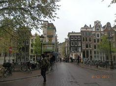 Amsterdam, Nederland: de Negen Straatje scene (Herengracht/Hartenstraat) toward Singel & Spui -Paleisstraat in backgro