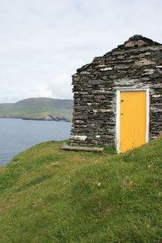 Ireland Doorways | Blasket Islands: Ireland: co. Kerry - Great Blasket - The Yellow Door