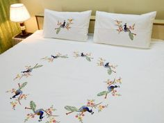 Embroidery Bed Sheet Designs Hand Embroidery Videos, Bead Embroidery Patterns, Hand Embroidery Designs, Bed Sheet Painting Design, Fabric Painting On Clothes, Bed Cover Design, Designer Bed Sheets, Tie Dye Bedding, Painted Beds