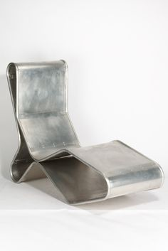 Tom Dixon, Liege 1993 Unikat aus Aluminium: The simple materiality of this chair gives it the look and feel of an everyday household item. To me, it looks a lot like an enlarged cookie cutter.