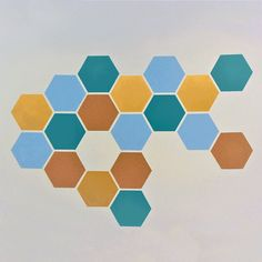 We decided to give colors to our offices with a geometric wall decoration. Creative Wall Painting, Room Wall Painting, House Painting, Diy Painting, Wall Paint Patterns, Painting Patterns, Bedroom Wall Designs, Room Decor Bedroom, Paredes Chevron