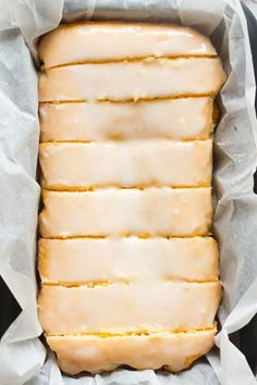 One Bowl Lemon Loaf Cake made with no butter, no milk and no eggs! This vegan gluten free lemon bread is the BEST easy recipe you'll ever make! Lemon Loaf Cake, Vegan Lemon Cake, Lemon Bread, Vegan Cake, Vegan Treats, Healthy Desserts, Dessert Recipes, Dessert Food, Healthy Meals