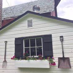 How to make a make a the Milk-house window shutters and Macetero de madera Easy A, Studio C, Front Windows, House Windows, Industrial Chic, Indoor Shutters, Vinyl Shutters, Rocking Chair Makeover, Dining Table Makeover