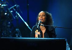 Pin for Later: Here's Your '90s and Early 2000s Blast From Billboard Awards Past Alicia Keys, 2001