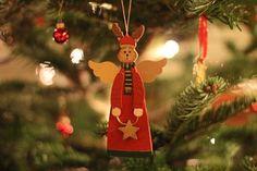 Das Jahr neigt sich dem Ende zu,  doch vorher kommt die Weihnachtsruh`,  die leise und behutsam bringt,  was übers Jahr…