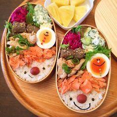 今週、IGで一番人気だったくるくるヒレカツ弁当で、こんにちはー♪今朝は汗が流れる中、準備し、この夏はじめて、首に保冷剤巻いて出勤したら、「おしゃれ」なんて... Bento Kids, Bento Box Lunch, Japanese Lunch, Japanese Kitchen, Bento Recipes, Cooking Recipes, Kawaii Cooking, Cute Food, Food Menu