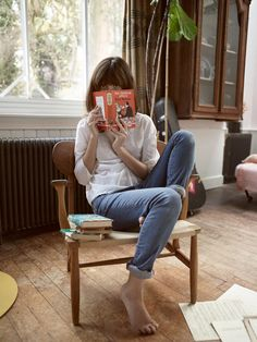 Irina Lazareanu, Alex James and a Cute Black Cat in Aubin & Wills' Spring Campaign Irina Lazareanu, Bonheur Simple, High School Fashion, Miss Moss, Woman Reading, Lectures, Lifestyle Photography, Fashion Photography, Landscape Photography