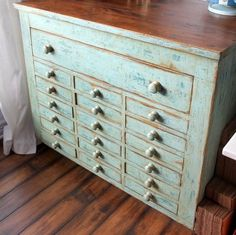 distressed dresser <3