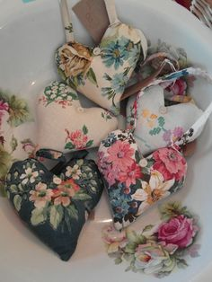 35 Easy DIY Fabric Crafts Ideas You'll Love - Page 2 of 35 - lovemxy - - 35 Easy DIY Fabric Crafts Ideas You'll Love – Page 2 of 35 – lovemxy Valentine's Day DIY Fabric Crafts Diy Crafts List, Crafts To Sell, Diy And Crafts, Creative Crafts, Fabric Hearts, Heart Crafts, Valentine Crafts, Valentines, Lavender Bags