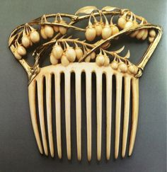 nouveaufindesiecle:  René Lalique (1860-1945) Vine and berries hair comb circa 1900 gold and ivory