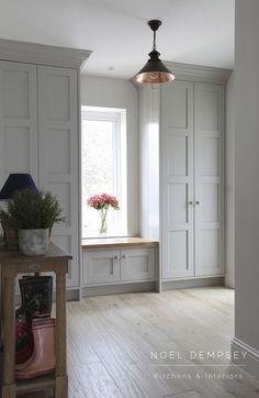 Super Bedroom Closet Design Built In Wardrobe Window Seats Ideas Küchen Design, Layout Design, House Design, Design Ideas, Inframe Kitchen, Organiser Son Dressing, Mudroom Laundry Room, Mudroom Cabinets, Built In Bedroom Cabinets