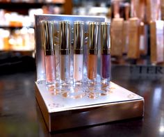 BY TERRY Gift Collection Lipgloss Impearlious Baume de Rose - LIMITED – Das Geschenk-Set für strahlende, gepflegte Lippen mit Perlenschimmer! Set aus Lipgloss und Lippenpflege.  #meister_parfumerie #byterry #beauty #lipgloss #baumederose #hamburg #lippen
