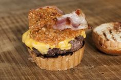 Red Hot Chili Burger: Doble de queso cheddar, doble de bacon y nuestro chili con carne.