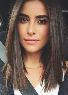 Long bob hairstyles are one of the simplest ways to be trendy & still not cut your hair too short. Here is the list of top 10 most famous long bob hair looks. Medium Hair Cuts, Medium Hair Styles, Curly Hair Styles, Medium Straight Hairstyles, Medium Length Hair Straight, Blunt Haircut Medium, Long To Short Hair, Long Hair Styles Straight, Long Lob