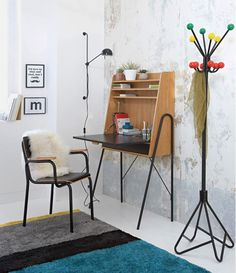 Desperately looking for a similar fold out writing desk. Space Furniture, Metal Furniture, Diy Interior, Interior Design, Retro Desk, Wall Writing, Parents Room, Small Home Offices, Ikea Desk