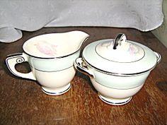 Homer Laughlin Wells Tulip Sugar & Creamer Set W9823