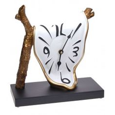 Melting clock hanging from a tree - Espace Dali Clock Art, Diy Clock, Melting Clock, At Home Movie Theater, Cool Clocks, Table Design, Gifts For An Artist, Original Gifts, Wooden Clock