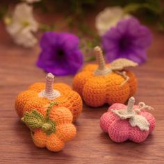 Such a cute mini-pumpkin! It works up super quickly, with the most adorable result. FREE Pumpkin pattern by DS_Mouse: http://ift.tt/2e5iSIS