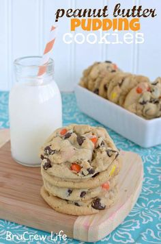 Peanut Butter Pudding Cookies with Reeses.Like if chocolate chip pudding cookies weren't enough. Pudding Cookies, Yummy Cookies, Yummy Treats, Yummy Food, Chip Cookies, Sweet Treats, Cookies Soft, Tasty, Tea Cakes