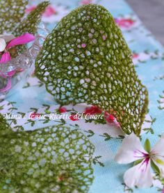 DECORAZIONE CORALLO AL CAVOLO NERO Creative Food Art, Food Decoration, Food Design, Food Plating, Risotto, Party Time, Buffet, Food And Drink, Appetizers