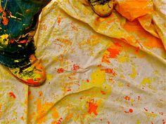 Transformar espaços cinzas em ambientes coloridos. Esse é o objetivo do projeto Let's Colour, iniciativa que vem transformando diversos locais do globo em áreas mais alegres. Atuando em parceria co…