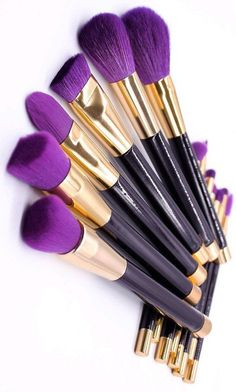 Getting ready in the morning doesn't have to be boring when you use this gorgeous 15 piece makeup brush set. With deep purple brush fibers and gold accents, you will have everything you need to create an airbrushed finish.