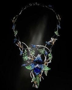 Jack du Rose Wasps in white gold, yellow gold, blue sapphire, tsavorite, white diamond and enamel. Gems Jewelry, I Love Jewelry, High Jewelry, Jewelry Art, Antique Jewelry, Jewelery, Jewelry Accessories, Jewelry Necklaces, Gold Necklace