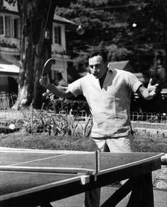 GENE KELLY playing ping-pong